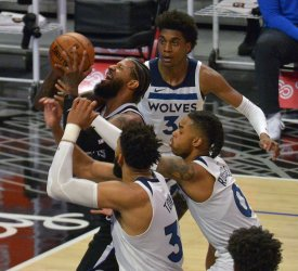 Clippers Crush Timberwolves in Return of Kawhi Leonard, Fans