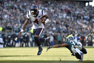 Texans quarterback Deshaun Watson runs the ball for a touchdown