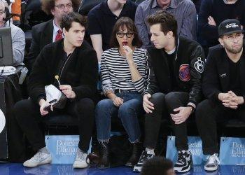 Rashida Jones and Ezra Koenig watch the Knicks