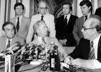 SENATOR ROBERT BYRD HOLDING PRESS CONFERENCE WITH OTHER SENATE DEMOCRATS