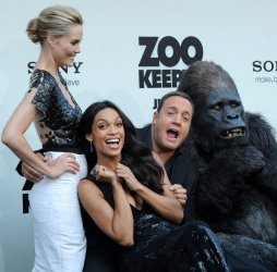 """Cast members Bibb, Dawson and James pose with costumed gorilla at the """"Zookeeper"""" premiere in Los Angeles"""