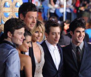 """Cast members pose at the premiere of """"Glee: The 3D Concert Movie"""" in Los Angeles"""