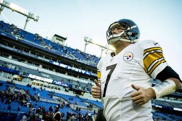 Ben Roethlisberger Leaves the Field