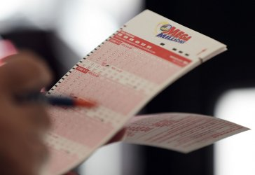 Mega Millions Jackpot climbs to 1 Billion dollars