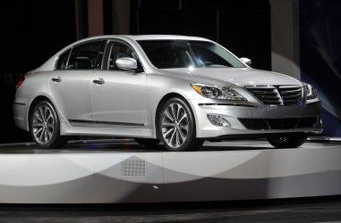 Hyundai unveils 2012 Genesis 5.0 R Spec in Chicago