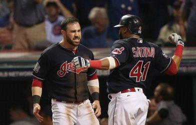 Indians' Jason Kipnis, Carlos Santana score on Cubs wild pitch in World Series game 7