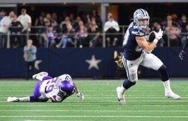 Cowboys tight end Jason Witten (82) gets away from Vikings cornerback Xavier Rhodes