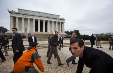 Obama Visits Lincoln Memorial After Shutdown Averted