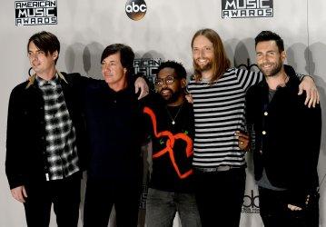 Mickey Madden, Matt Flynn, PJ Morton, James Valentine and Adam Levine backstage at the 2016 American Music Awards in Los Angeles