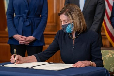 Pelosi Signs Article of Impeachment