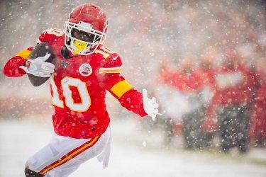 Chiefs' Tyreek Hill scores a touchdown