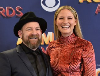 Kristian Bush (L) and Jennifer Nettles backstage at the 53rd annual Academy of Country Music Awards in Las Vegas