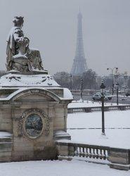 Snow blankets Paris