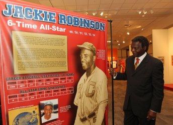 Baseball Hall of Fame member Lou Brock accepts award in Kansas City