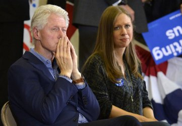 Hillary Clinton, Bill Clinton and daughter Chelsea attend campaign event in Des Moines, Iowa