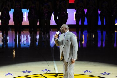 Magic Johnson introduces Los Angeles Lakers Kobe Bryant in his last game