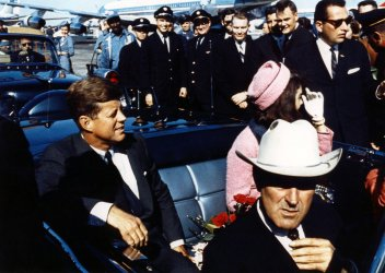 PRESIDENT JOHN F. KENNEDY, WIFE JACKIE AND GOVERNOR JOHN CONNALLY IN CAR