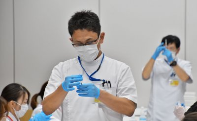 Japanese Government Suspends Applications for Corporate Vaccination Drives