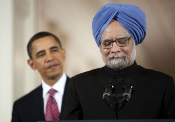 Indian PM Singh speaks alongside President Obama in Washington