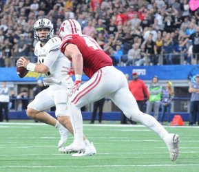 Wisconsin's Biegel chases Broncos quarterback Terrell in the 2017 Cotton Bowl
