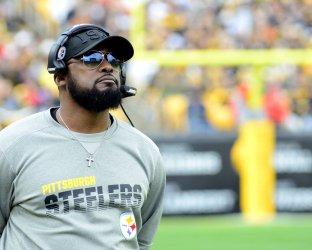 Steelers Head Coach Mike Tomlin on Sidelines