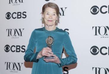 Glenda Jackson arrives at the Tony Awards