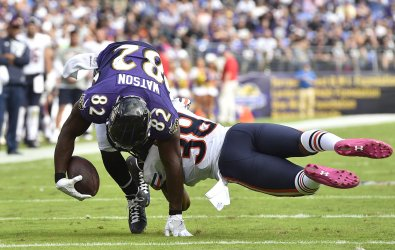 Bears' Adrian Amos makes diving tackle on Ravens' Benjamin Watson
