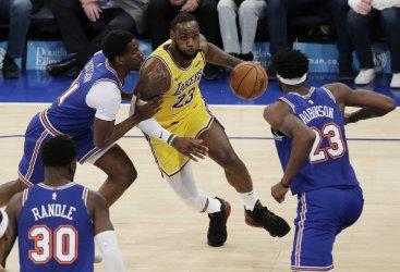 Los Angeles Lakers vs New York Knicks at MSG