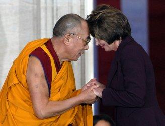 Dalai Lama accepts Congressional Gold Medal in Washington