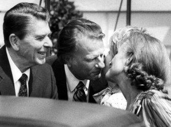 RONALD AND NANCY REAGAN SAYING GOODBYE TO BILLY AND RUTH GRAHAM