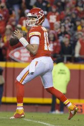 Chiefs' quarterback Patrick Mahomes passes