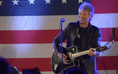 Jon Bon Jovi Perform at Pro-Hillary Concert in Pittsburgh