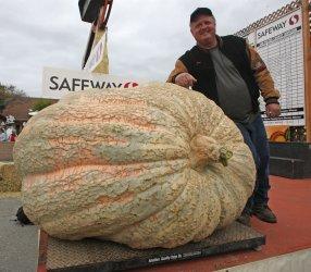 Iowa grower wins pumpkin weigh-off in Half Moon Bay, California