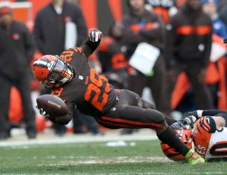 Browns Johnson Jr. reaches for a first down against Bengals