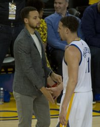 Warriors Stephen Curry shakes Klay Thompson's hand