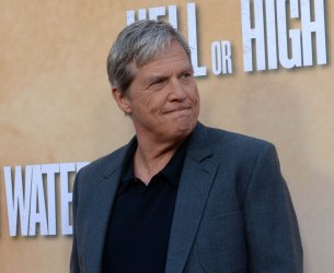 """Jeff Bridges attends the """"Hell or High Water"""" premiere in Los Angeles"""