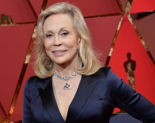 Faye Dunaway arrives for the 89th annual Academy Awards in Hollywood