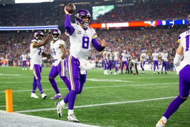 Vikings Cousins celebrates against Patriots