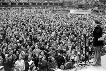 BILLY GRAHAM PREACHING IN TRAFALGAR SQUARE