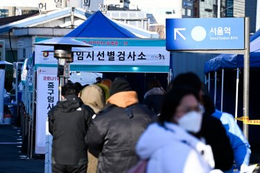 People Wait for COVID-19 Tests in Seoul