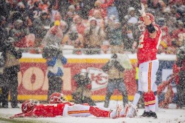 Kansas City Chiefs players make snow angels