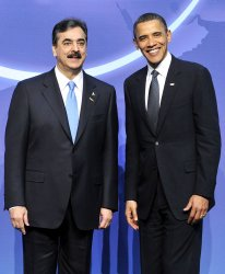 Obama Welcomes Gilani of Pakistan to the Nuclear Security Summit in Washington