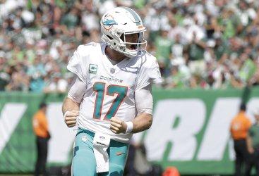 Miami Dolphins Ryan Tannehill celebrates