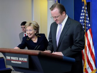 Sec. State Clinton discusses Pakistan humanitarian aid at White House