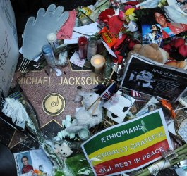 Fans mourn Michael Jackson on eve of public memorial service in Los Angeles