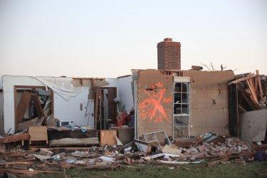 Workers search tornado debris in Moore, Oklahoma