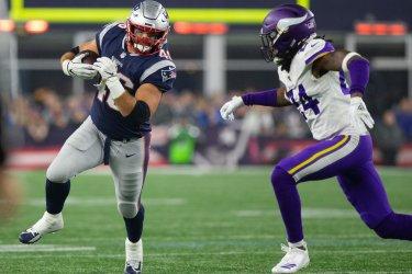 Patriots Develin against Vikings