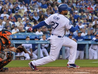 Dodger's Matt Kemp hits single in ninth against the Giants in Los Angeles