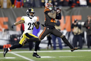 Browns  Beckham Jr. makes a catch against Steelers