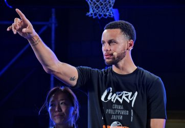 Stephen Curry promotes in Tokyo
